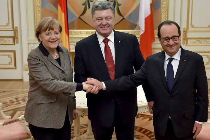 Ukraine's President Petro Poroshenko (C) shakes hands with German Chancellor Angela Merkel and French President Francois Hollande during their meeting in Kiev, February 5, 2015. The leaders of Germany and France announced a new peace plan for Ukraine on Thursday, flying to Kiev with a new proposal they would then take on to Moscow. REUTERS/Ukrainian Presidential Press Service/Mikhail Palinchak/Handout via Reuters (UKRAINE - Tags: POLITICS) ATTENTION EDITORS - THIS PICTURE WAS PROVIDED BY A THIRD PARTY. REUTERS IS UNABLE TO INDEPENDENTLY VERIFY THE AUTHENTICITY, CONTENT, LOCATION OR DATE OF THIS IMAGE. FOR EDITORIAL USE ONLY. NOT FOR SALE FOR MARKETING OR ADVERTISING CAMPAIGNS. IT IS DISTRIBUTED, EXACTLY AS RECEIVED BY REUTERS, AS A SERVICE TO CLIENTS - RTR4OECO