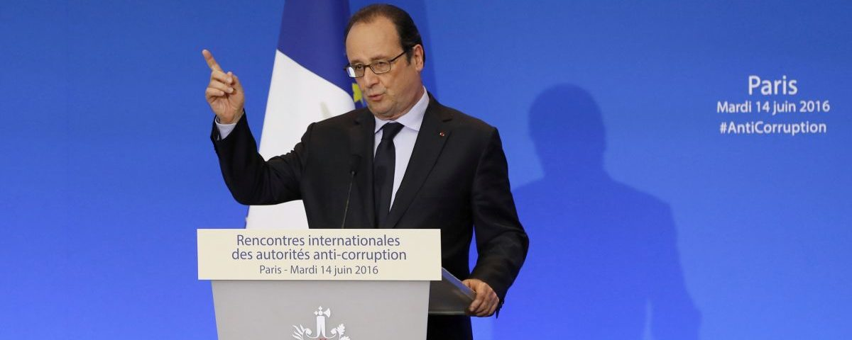 French President Francois Hollande gestures as he delivers a speach during the opening of the International Anti-Corruption Practitioner Conference at the Organisation for Economic Co-operation and Development (OECD) in Paris, France, June 14, 2016.  REUTERS/Francois Guillot/Pool